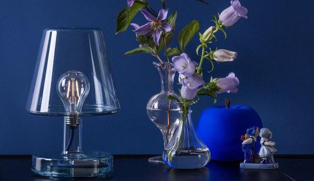 11. Mẫu đèn để bàn thanh lịch, đầy cuốn hút bởi chính sự giản dị trong thiết kế của nó.