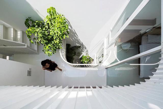 """Kiểu thiết kế này không mới nhưng sự sáng tạo, """"thiên biến vạn hóa"""" của kiến trúc sư giúp nó trở nên độc đáo hơn hẳn những kiến trúc tương tự."""