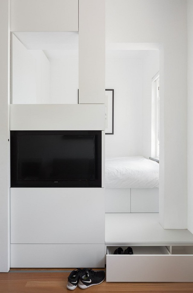 Một hộp trống như bậc thang tiến vào phòng ngủ có không gian rỗng bên trong để chủ nhân lưu trữ những đôi giày vào đó.