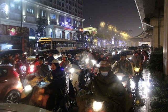 18h, đường Nguyễn Trãi , đoạn gần Ngã Tư Sở tắc cả 2 chiều
