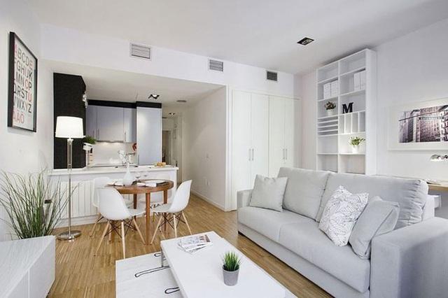 14. Không gian nhỏ tích hợp phòng bếp, phòng ăn và phòng khách theo phong cách hiện đại lấy gam màu trắng làm gam màu chủ đạo.