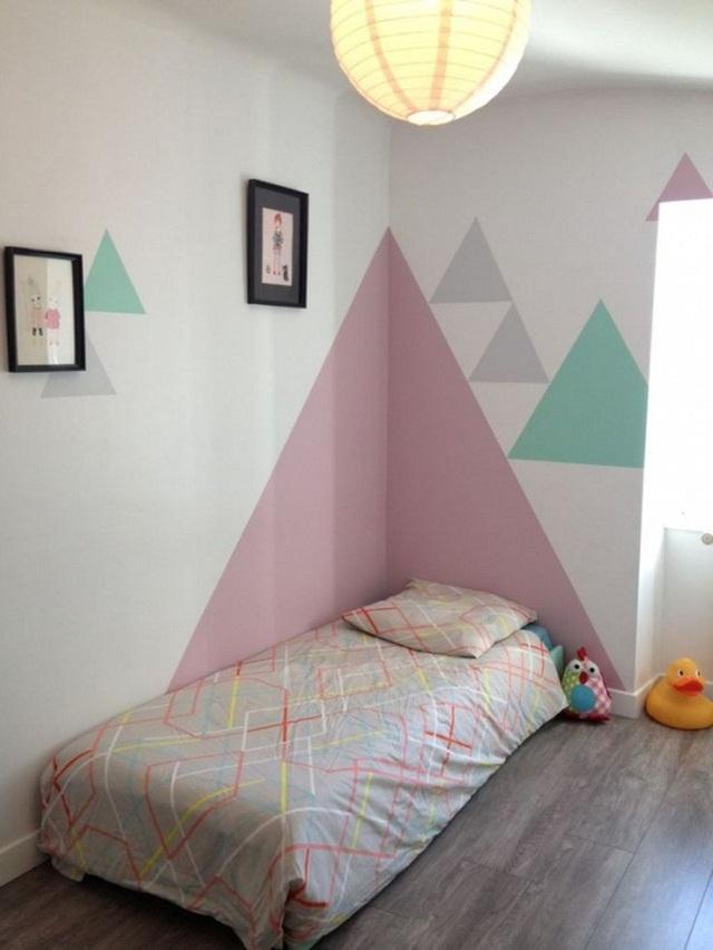 Những mảng màu tươi sắc khác nhau mang đến căn phòng ngủ vẻ đẹp năng động, đầy sức sống.