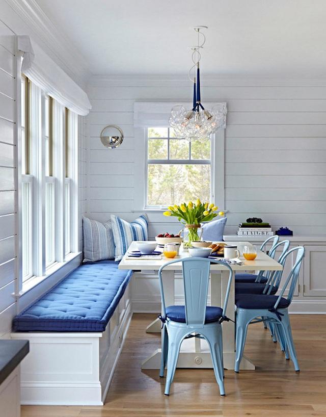 12. Đây là một góc ăn phong cách đáng yêu khác. Màu xanh dương tạo cảm giác về đại dương, hoàn hảo cho những ngôi nhà theo phong cách biển.