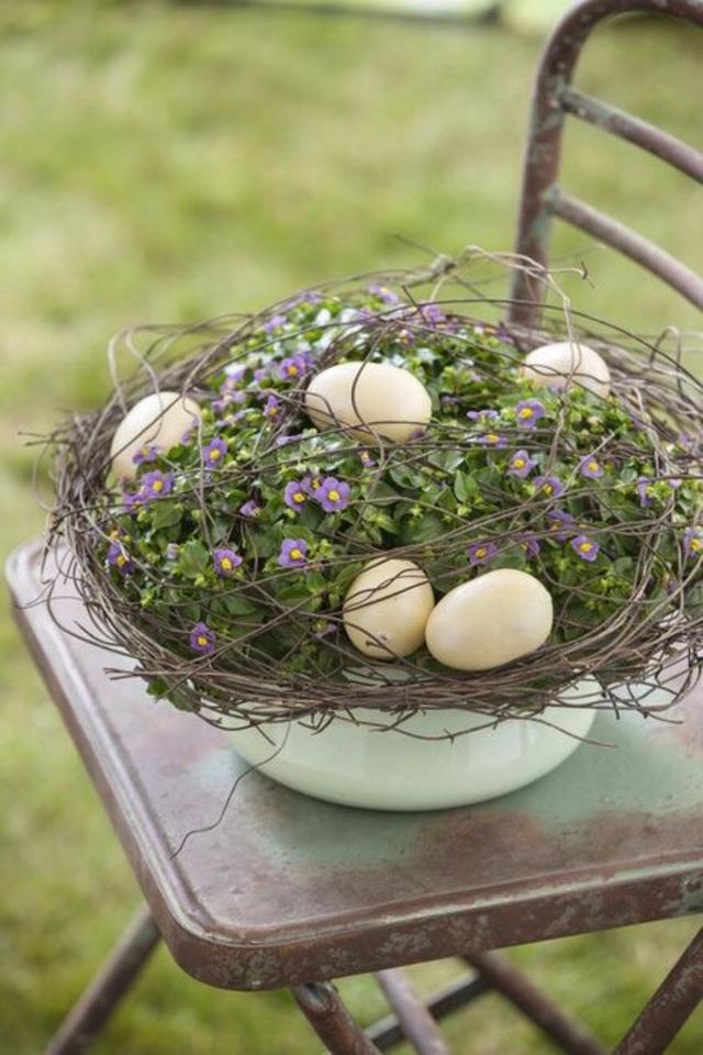 Làm đẹp không gian ngoài trời bằng vỏ trứng.