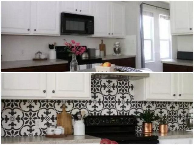 12. Tủ gỗ, thêm sàn gỗ cùng tường màu vàng khiến không gian nấu nướng mờ nhạt và thiếu sức sống. Hãy sơn tủ màu trắng và ốp tường bằng gạch giả đá, thêm điểm nhấn từ hoa cỏ, cây lá mang đến vẻ đẹp tự nhiên, ấn tượng cho bếp.