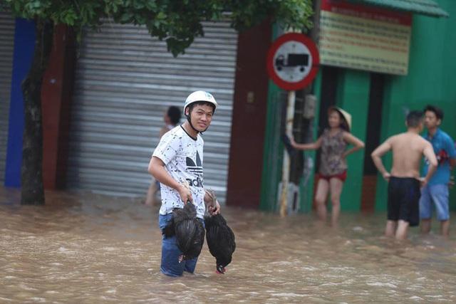 Đường ngập sâu tại thị xã Cửa Lò - Nghệ An. Ảnh: Gia Chính