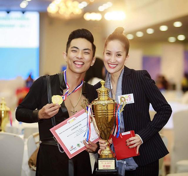 Bên cạnh công việc giảng dạy, làm huấn luyện viên và chấm thi quốc tế, Khánh Thi còn là hậu phương vững chắc giúp ông xã chinh phục các thành tích trên con đường sự nghiệp.