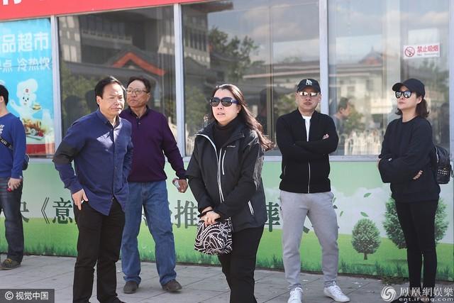 Con gái đạo diễn Dương Khiết. Cô gửi lời cảm ơn đến đồng nghiệp và bạn bè.
