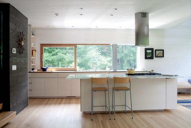 13. Sẽ tuyệt vời biết bao khi những giây phút rảnh tay trong nhà bếp được đưa mắt ngắm nhìn cảnh vật bên ngoài.