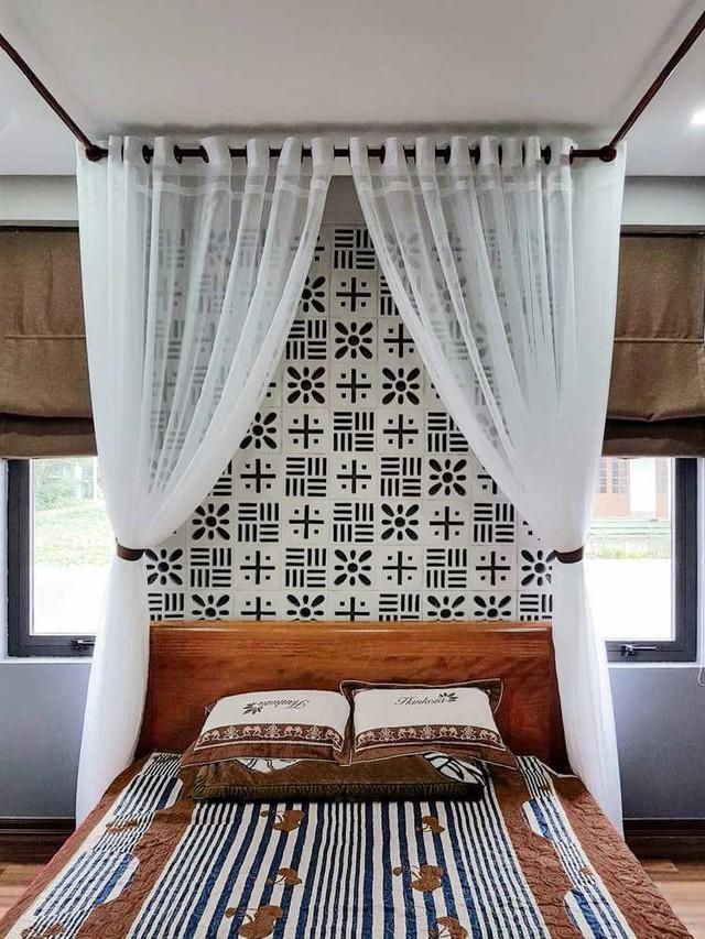 Phòng ngủ với giường công chúa mang cảm giác phòng nghỉ dưỡng cao cấp.