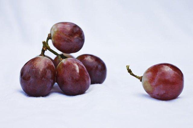 Có nhiều loại trái cây chịu được nhiệt độ cao, nhưng nho thì sẽ bốc cháy, nổ tung nếu bỏ vào lò vi sóng. Nho khô thì sẽ bắt lửa và bốc khói.