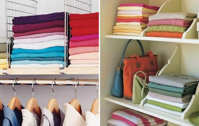 13. Hãy sắp xếp và phân loại trang phục theo bảng màu. Việc làm này sẽ giúp tủ quần áo vừa gọn, vừa đẹp mắt và thuận lợi khi tìm kiếm cũng như lựa chọn quần áo để kết hợp.