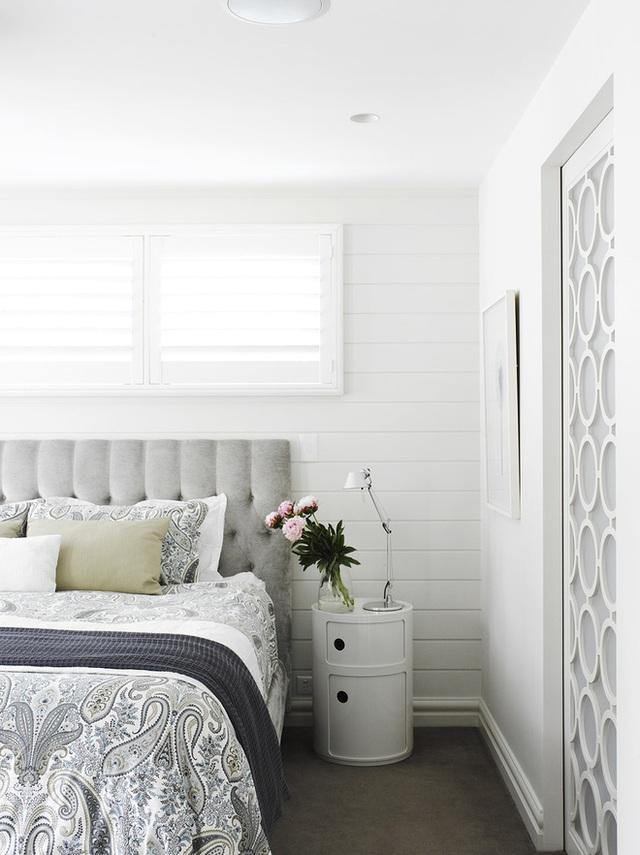 Hương hoa hồng dịu nhẹ hòa lẫn trong không gian phòng ngủ ấm cúng sẽ tạo không gian thư giãn nhất có thể.