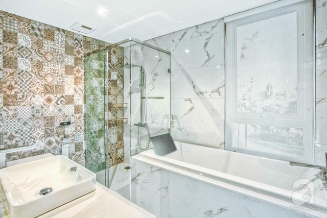 Phòng tắm master đủ rộng, thoáng, tiện nghi.