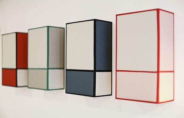 13. Những mẫu đèn được thiết kế với nguồn cảm hứng hình học nhiều màu sắc lại mang đến những lựa chọn thú vị.