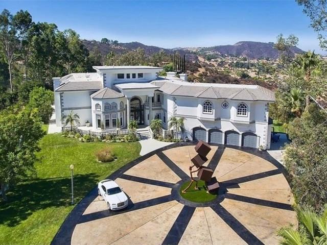 Toàn cảnh căn nhà rộng lớn.