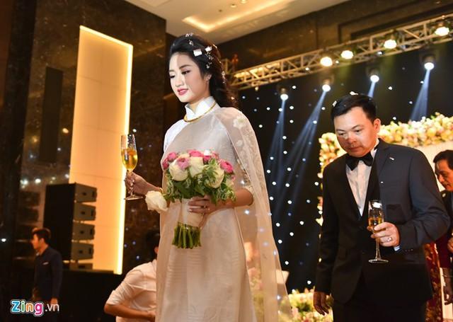 Dù lấy chồng nhiều hơn 19 tuổi, Hoa hậu Bản sắc Việt chia sẻ hai người rất tâm đầu ý hợp.