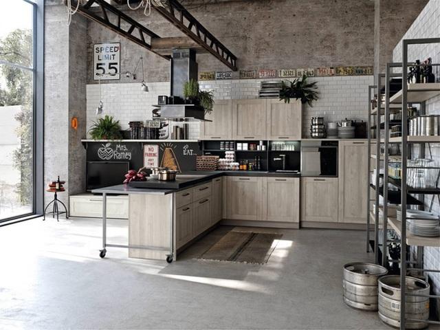 14. Những bộ khung sắt chắc chắn mang đến một không gian lưu trữ rộng rãi cho căn bếp gia đình.