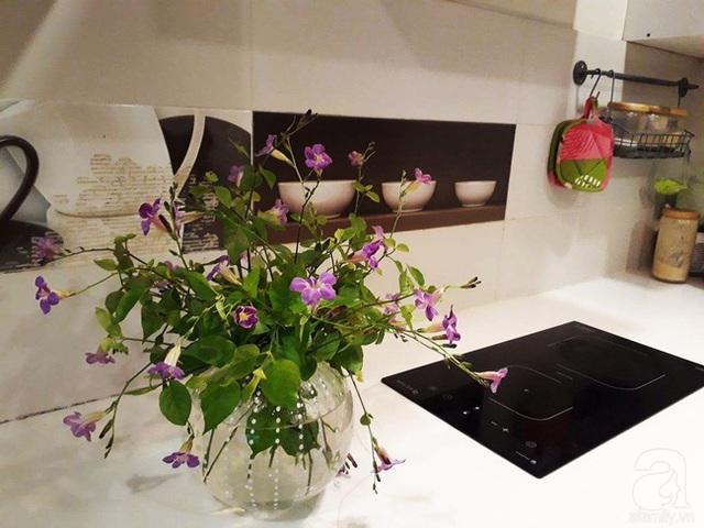 Căn bếp với thiết bị gia dụng hiện đại.