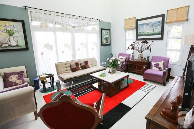 Sự kết nối hài hòa của màu sắc, chất liệu giúp phòng khách đẹp ấn tượng.