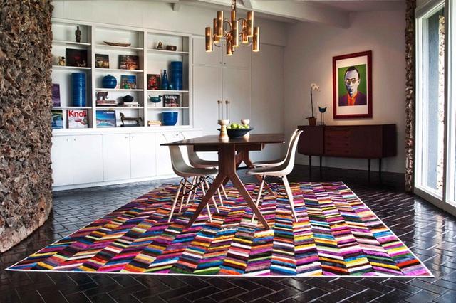 Tấm thảm này rực rỡ và sống động, chứa đầy màu sắc và năng lượng! Đây chính là lựa chọn tốt nhất cho phòng ăn đòi hỏi cảm giác mạnh mẽ, hiện đại.