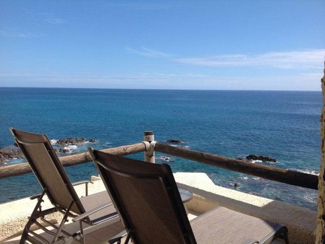 14. Ban công hướng biển thì lúc nào cũng lãng mạn. Tại đây, bạn có thể nghe tiếng sóng vỗ rì rào, ngắm biển Cortez (Mexico) xanh ngắt trải dài đến vô hạn trước mắt.