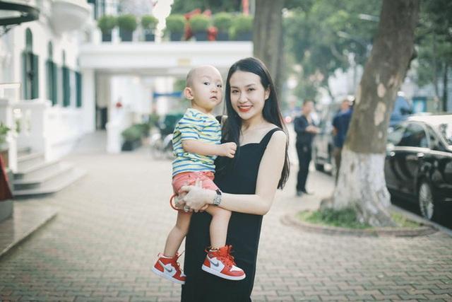 Hương Baby bên con trai Su Hào.