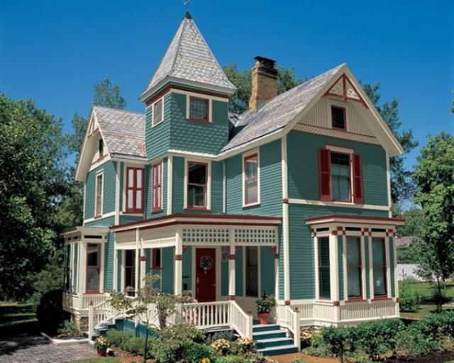 14. Mặt tiền không gian được sơn màu xanh xám. Mọi khung cửa sổ và một phần mái được trang trí với màu trắng tinh khôi.