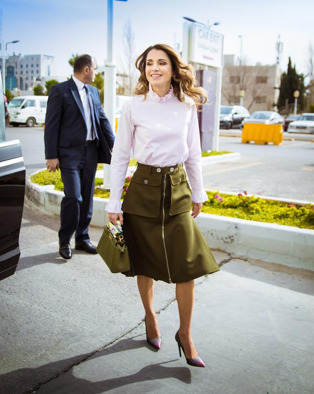 Năm 2006, tạp chí thời trang danh tiếng Vanity Fair bình chọn hoàng hậu Rania là một trong những nhân vật mặc đẹp nhất mọi thời đại. Tạp chí Harpers and Queen còn vinh danh Rania là Đệ nhất phu nhân đẹp nhất năm 2011.
