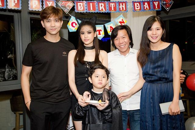 Đạo diễn Nguyễn Tranh đi cùng vợ trẻ mới cưới.