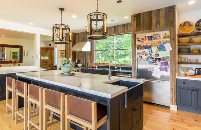 15. Rất nhiều mẫu thiết kế đã được chúng tôi đưa đến cho bạn, hãy tham khảo và tự tìm một ý tưởng trang trí riêng cho phòng bếp nhà bạn thật hợp mốt nhé.