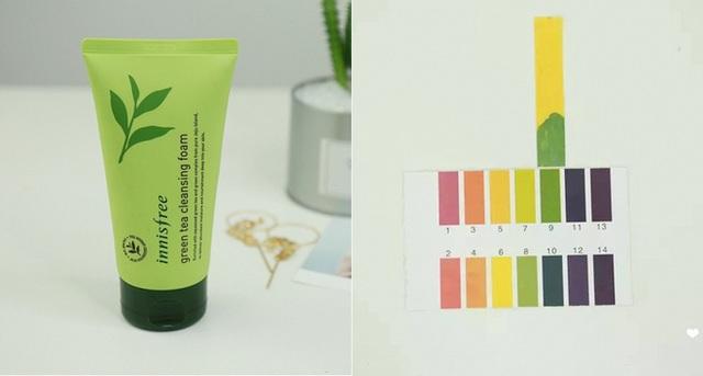 Innisfree Green Tea Moisturizing Cleansing Cream(220.000VNĐ/150g) có độ pH 9 – độ pH rất cao, sẽ khiến da bạn bị khô, căng rít. Nếu sử dụng loại sữa rửa mặt này, bạn nên tạo bọt thật kỹ hoặc dùng thêm các loại dụng cụ tạo bọt để hòa loãng sản phẩm với nước, làm giảm độ pH.