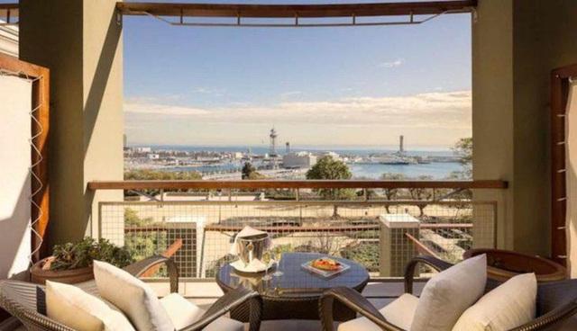 15. Từ ban công khách sạn Miramar (Barcelona, Tây Ban Nha), du khách sẽ cảm nhận từng làn gió biển ấm áp vùng Địa Trung Hải mơn man trên mặt.