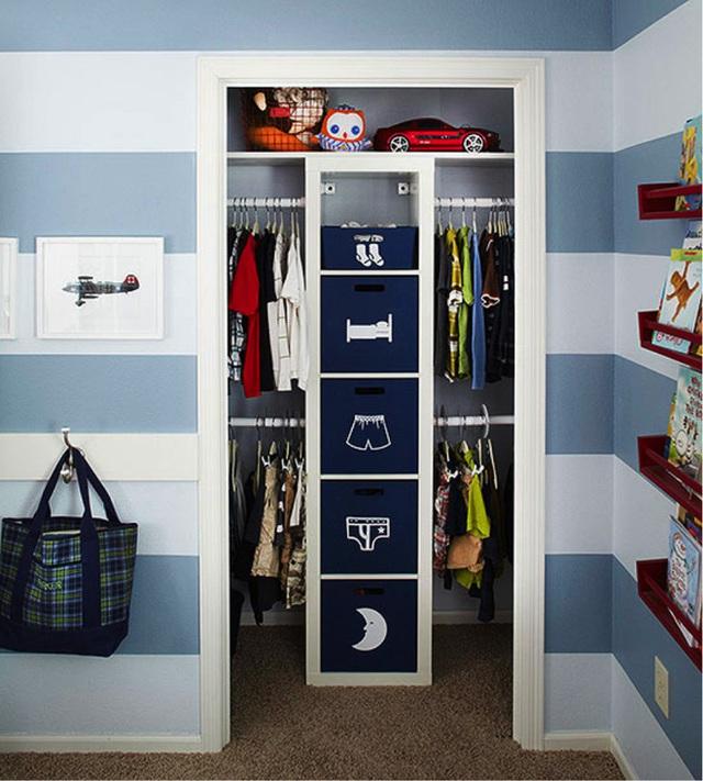 15. Dùng những biểu tượng dễ thương để đánh dấu các ngăn tủ. Đây cũng là cách sắp xếp tủ đồ cho con bạn một cách hiệu quả.