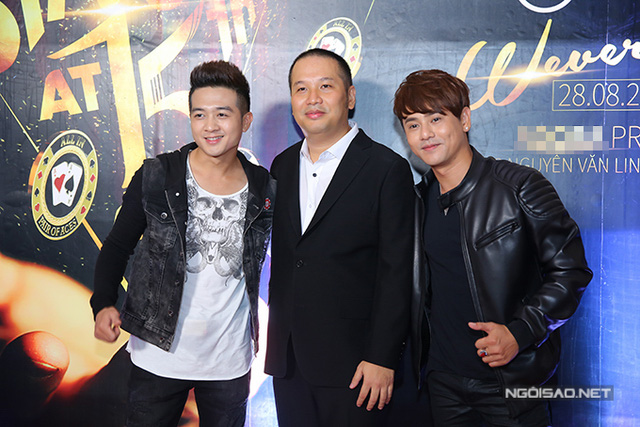 Ca sĩ Đinh Ứng Phi Trường (trái) và Ưng Đại Vệ.