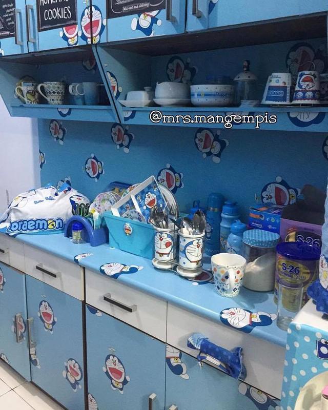 Nhiều người còn hài hước cho rằng đôi vợ chồng này đã thành con nghiện Doraemon khi cố hóa xanh mọi thứ trong nhà.