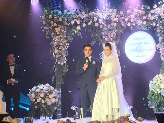 Nhiều người không khỏi trầm trồ, choáng ngợp khi ngắm hình ảnh không gian tiệc cưới của Quang Minh - Linh Lê.