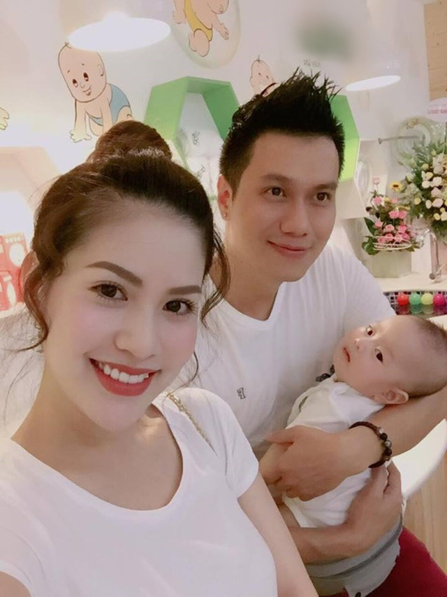 Bên cạnh đó, nhan sắc của Trần Hương thời gian gần đây cũng gây nhiều tò mò cho dư luận. Cô được nhận xét ngày càng xinh đẹp, quyến rũ và trẻ trung hơn dù vừa sinh con hồi đầu tháng 3 vừa qua.