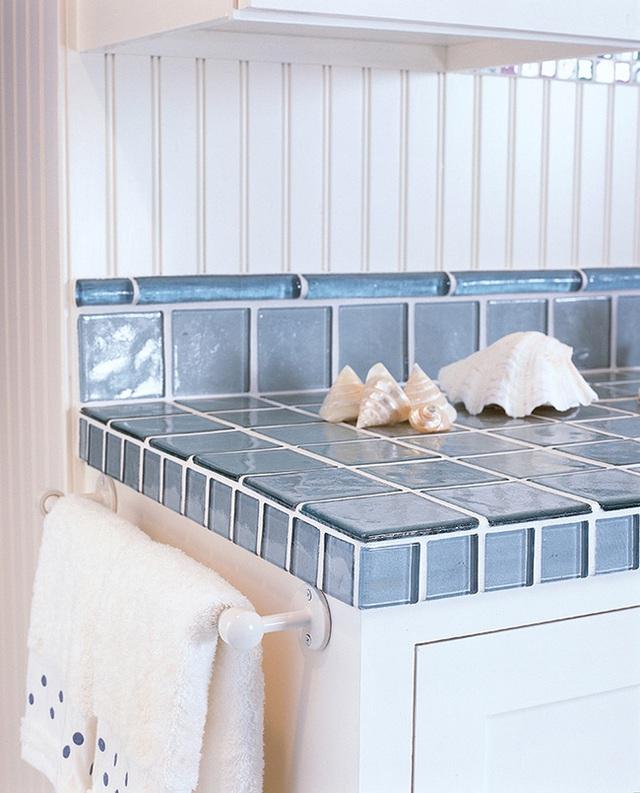 Gạch màu xanh dương cho phòng bếp phong cách biển.