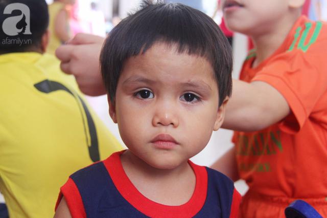 Dù được sinh hoạt rất tốt tại trung tâm nhưng hai bé vẫn nhớ nhà, mong muốn được bố mẹ đến đón về