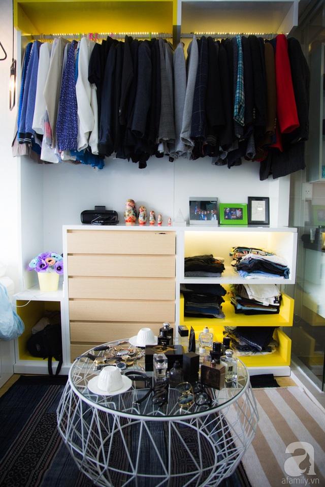 Góc lưu trữ đồ được thiết kế lấy cảm hứng từ những showroom thời trang đẳng cấp. (Ảnh Huy Nguyễn)