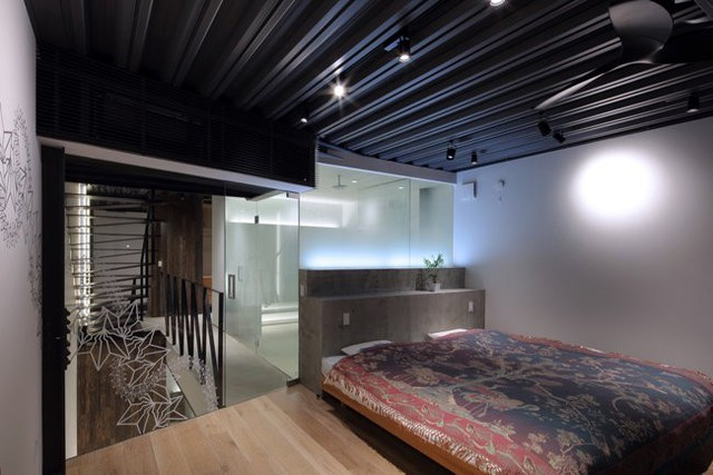 Tường kính được sử dụng khá nhiều trong ngôi nhà.