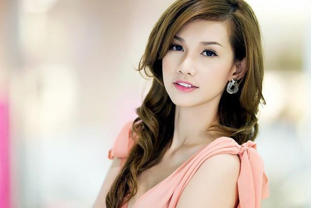Quỳnh Chi là cô nàng hot girl sở hữu gương mặt xinh và khá tây.