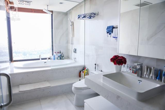 Khu phòng tắm với hướng nhìn ra sông Hồng