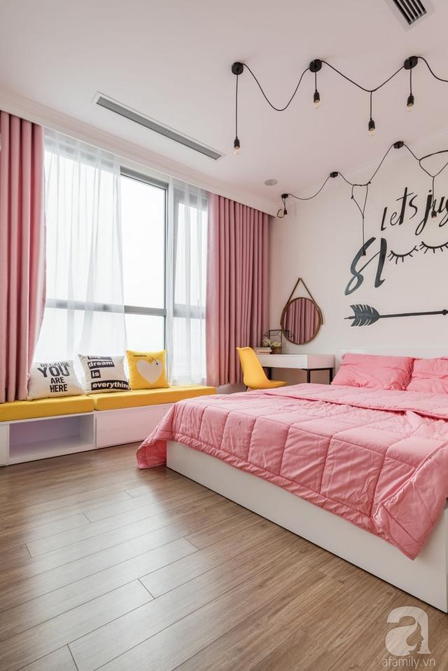 Phòng ngủ của các cô con gái lại vô cùng lãng mạn với gam hồng làm màu nhấn.