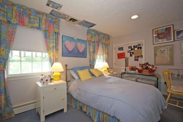 Phòng ngủ trẻ em sử dụng những gam màu rực rỡ, trẻ trung kích thích sáng tạo ở trẻ.