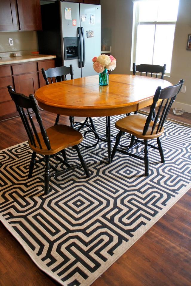 Đây là một tấm thảm mang lại sức sống cho một phòng ăn đơn giản. Sắc màu đơn sắc với cấu trúc duy nhất đảm bảo phòng ăn của bạn không bao giờ nhàm chán.