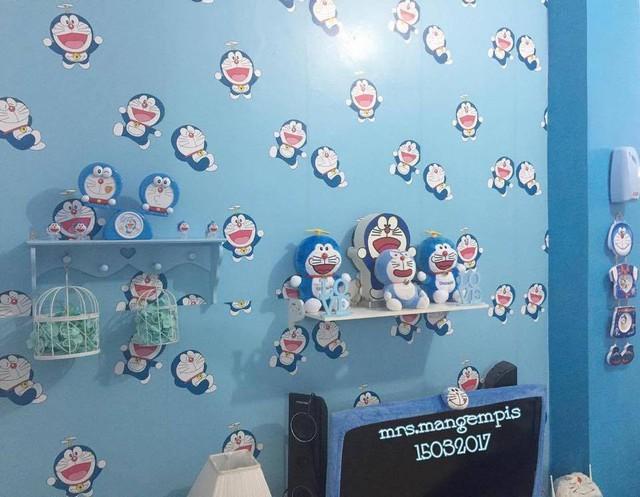 Phòng ngủ, chăn gối, ga giường cũng ngập tràn Doraemon.
