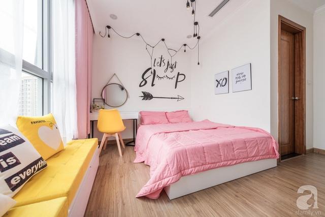 Màu trắng và màu gỗ làm nền cho tông hồng và vàng thêm nổi bật, thêm đáng yêu và tinh nghịch.