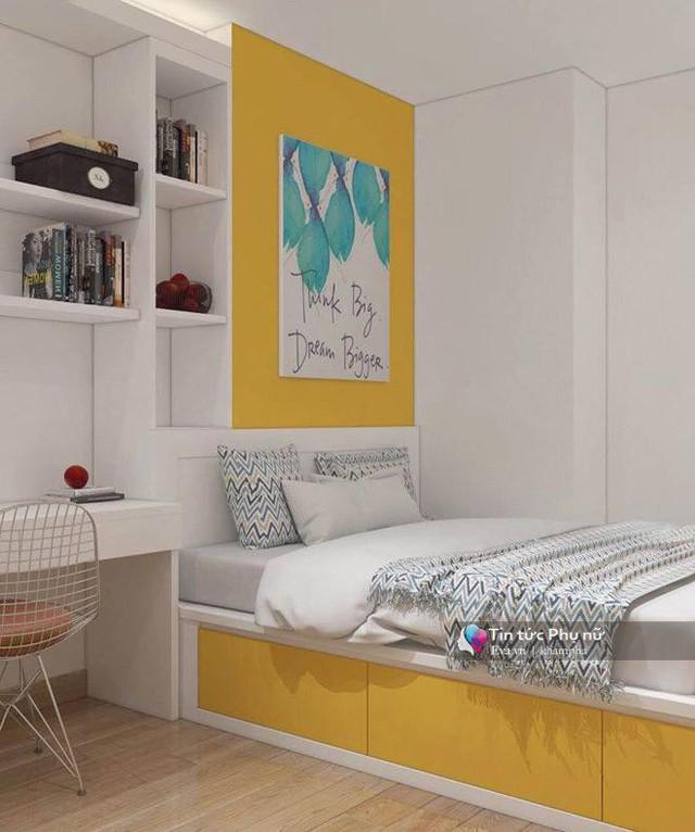 Không gian phòng ngủ tuy nhỏ nhưng được thiết kế gọn gàng với nội thất thông minh. Chiếc giường có thêm ngăn kéo giúp tăng thêm diện tích đựng đồ.